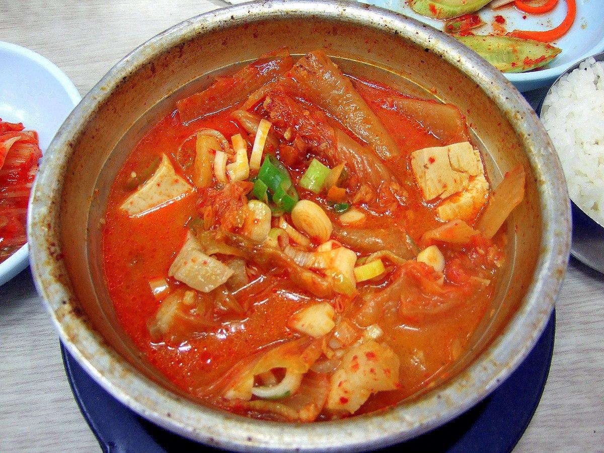 Korean_stew-Kimchi_jjigae